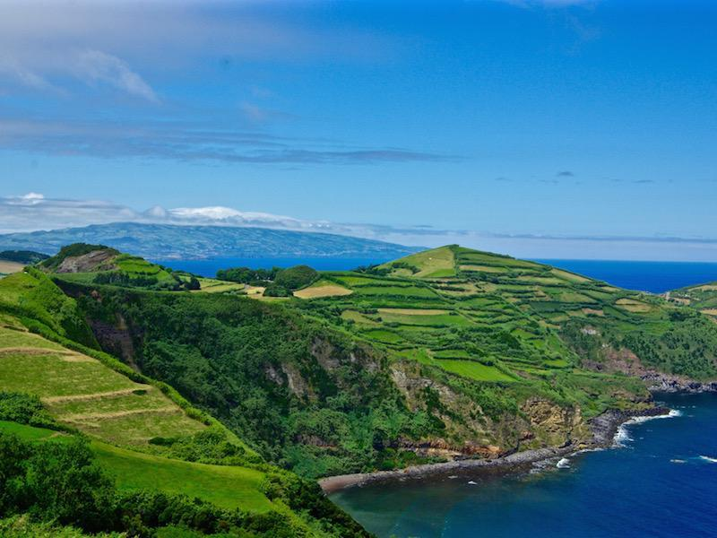 Uitzicht aan de noordkust van San Miguel op de Azoren